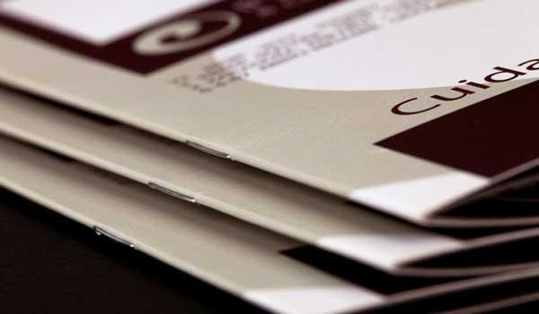 stampa brochure con punti metallici
